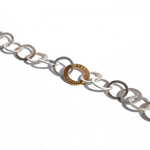 Armband mit geprägter Goldöse