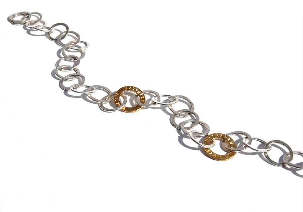 Geschmiedete Silberösenkette mit 2 geprägten Goldösen aus 750er-Gelbgold
