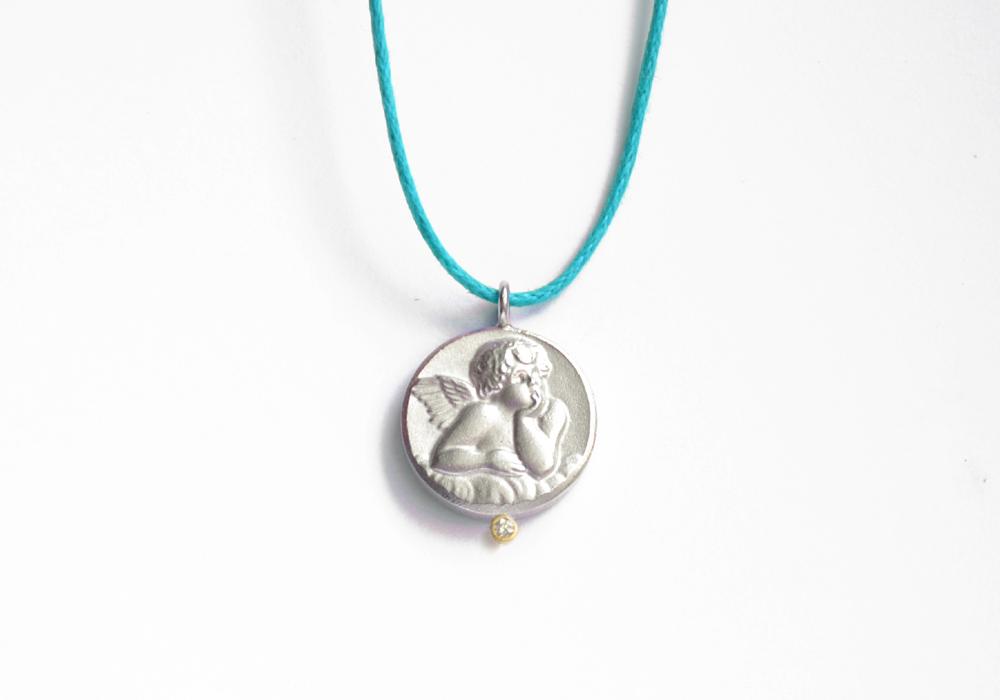 Schutzengel aus Silber mit Brillant in Goldfassung, Bandfarbe: türkis