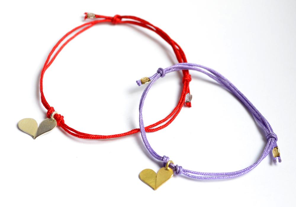 Glückskleeherzarmbänder, Silber & Gelbgold, Bandfarben rot & flieder